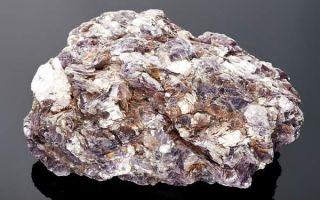 Чешуйчатый камень лепидолит: описание простыми словами и секреты применения