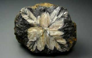 Уникальный хиастолит с крестом: описание камня и интересные факты