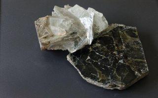 Что такое мусковит: описание и свойства минерала, изделия из камня
