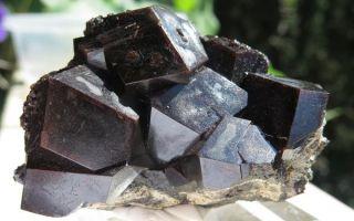 Хрупкий андрадит: характеристики и разновидности целебного камня, украшения и уход