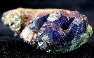 Что олицетворяет александрит: магические и лечебные свойства, значение и особенности камня-хамелеона