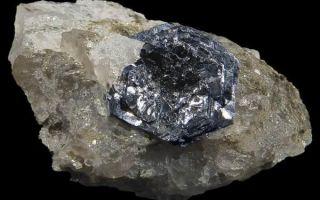 Свойства молибденита: описание минерала «прилипалы» и применение