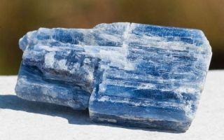 Что такое кианит и где применяют капризный камень: особенности, свойства и значение