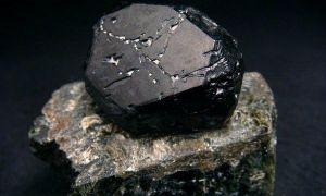 Свойства и описание черной шпинели: применение камня бодрости и совместимость