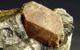 Радиоактивный минерал монацит: физические свойства и описание, опасен ли камень