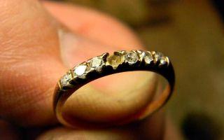 К чему выпадают камни из колец или сережек — это хорошая или плохая примета