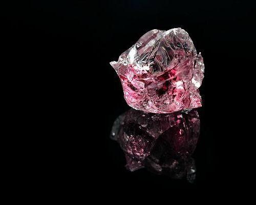 Загадочные и знаменитые розовые алмазы: описание и тайна происхождения