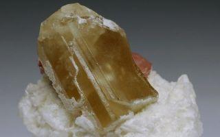 Данбурит: свойства редкого камня, магическое воздействие, украшения и цена