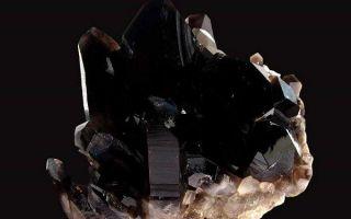 Свойства и значение мориона (черного хрусталя), колдовского камня-защитника