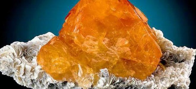 Описание минерала шеелита: уникальные свойства и использование