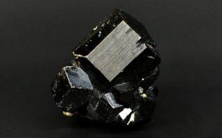 Что такое шерл (черный турмалин): магические и целебные свойства ведьминого камня