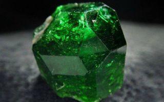 Особенности зеленого турмалина (верделита), магические и лечебные свойства камня природы