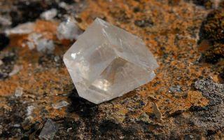 Интересные свойства исландского шпата и сферы использования минерала