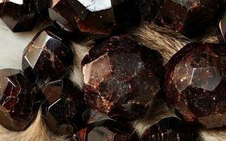 Что за камень альмандин — великолепная разновидность граната