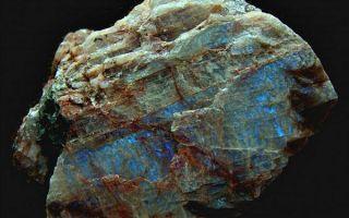 Что за минерал плагиоклаз: физические свойства и уникальные факты
