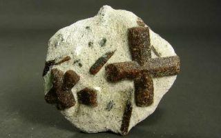 Описание ставролита (крестовика): свойства и применение камня, значение