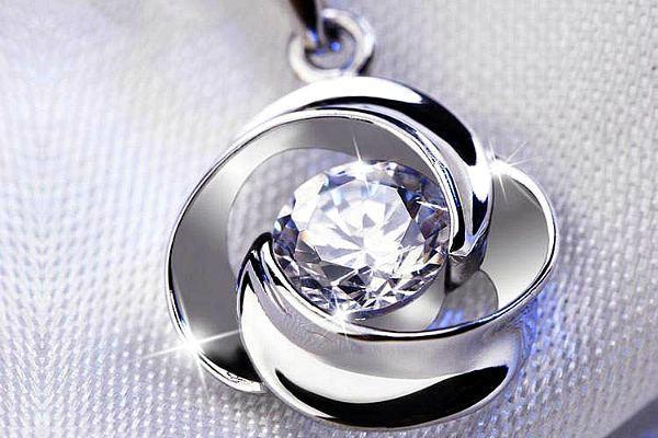 Танцующий бриллиант