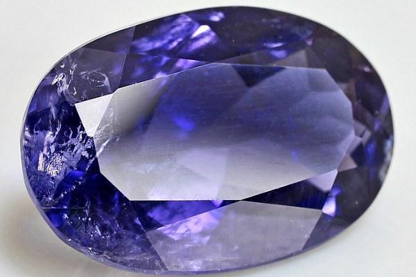Иолит фиолетовый