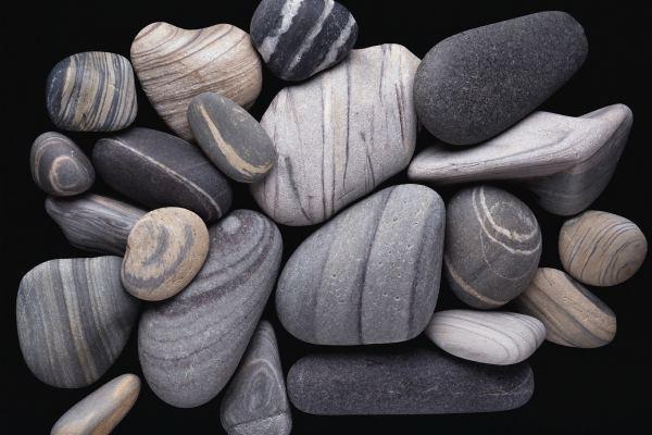 Серые камни
