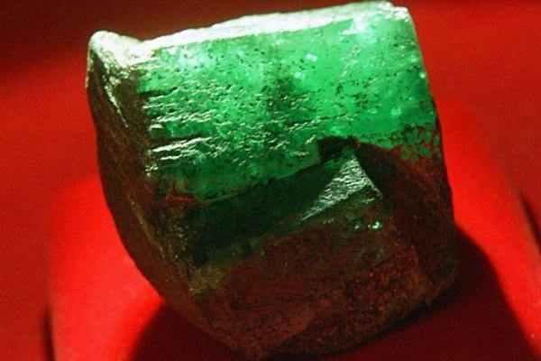 Мариинскит камень