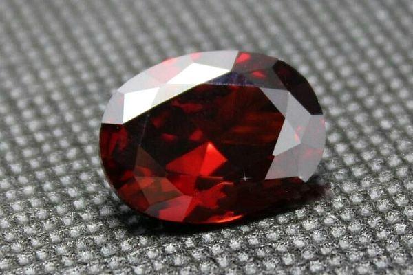 Красный сапфир