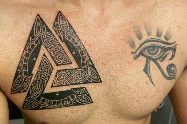 Татуировка мужская валькнут