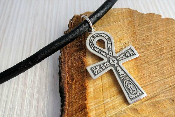 Украшение с символом Анх