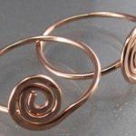 детские сережки в виде колец с плетением золото